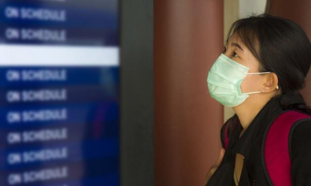Több mint ezer járatot töröltek Pekingben, újra terjed a koronavírus