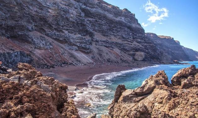 A Kanári- és a Baleár-szigetek nyitását tervezi a spanyol kormány