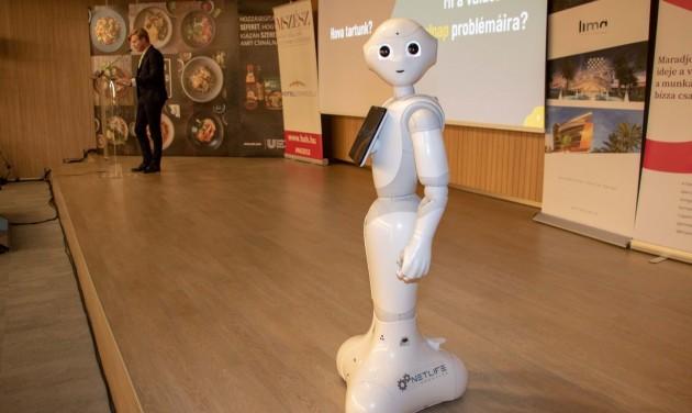 Pepper, a humanoid robot is beszélt az MSZÉSZ közgyűlésén