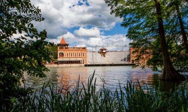 Június közepén kezdődik a Szarvasi Vízi Színház nyári évada