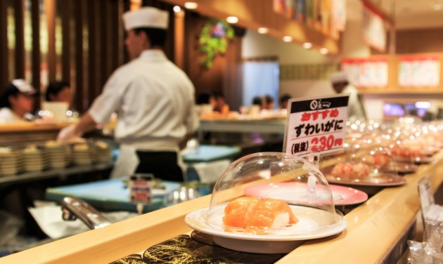 Japánban újabb korlátozások feloldásának örülhetnek a vendéglátóhelyek