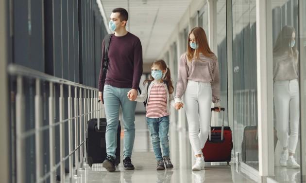 Maszkviselést javasol repülés közben is a IATA