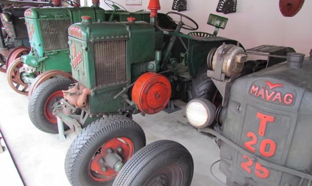 Traktorosok locsolkodnak a Matyó Húsvéton