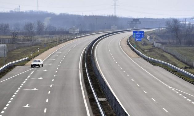 Átadták az M4-es autóút Üllő és Albertirsa közötti szakaszát