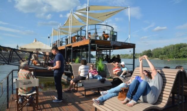 Többfunkciós úszómű nyílt Szentendrén