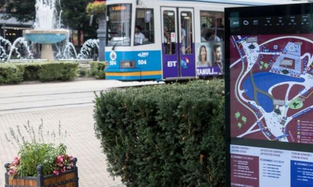 Digitális kijelzők turistáknak Debrecenben