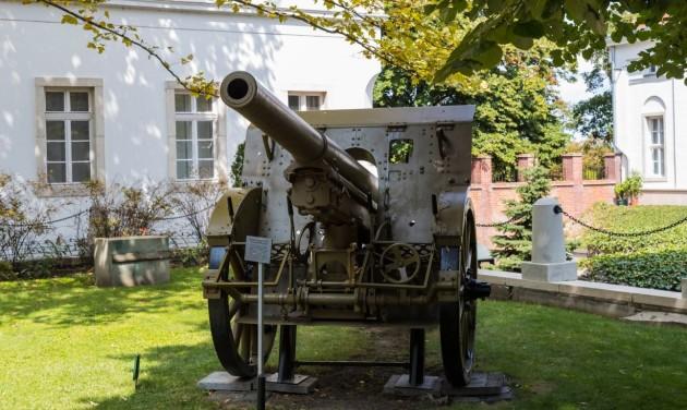 Hangárlátogatással, történész söresttel ünnepel a hadtörténeti múzeum