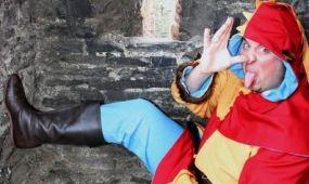 Bohócot választott  egy walesi falu