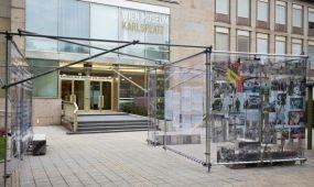 Menedékszoba a Bécsi Múzeum előtt