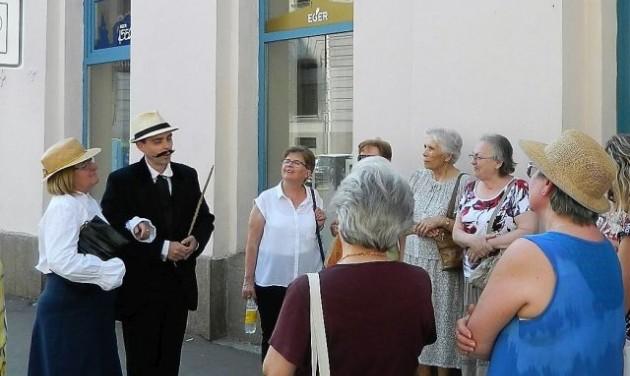 Múltidéző kosztümös séta Egerben a Turizmus Világnapján