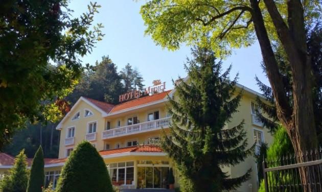 Szállodai recepciós, Veszprém