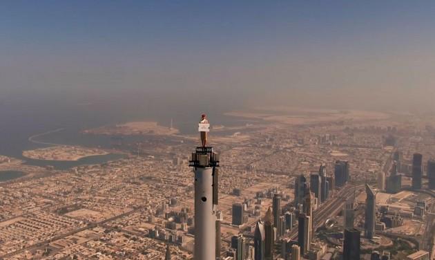 Tom Cruise helyére állt az Emirates utaskísérője 828 méter magasan