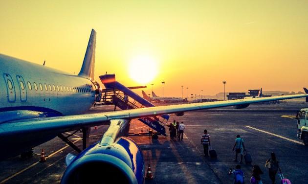 Lassult a globális légi utasforgalom növekedése