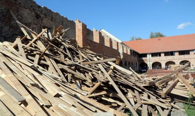 Megkezdődött a borsi Rákóczi-kastély felújítása
