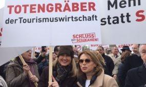 Tiltakozik az osztrák szakma az adócsomag ellen