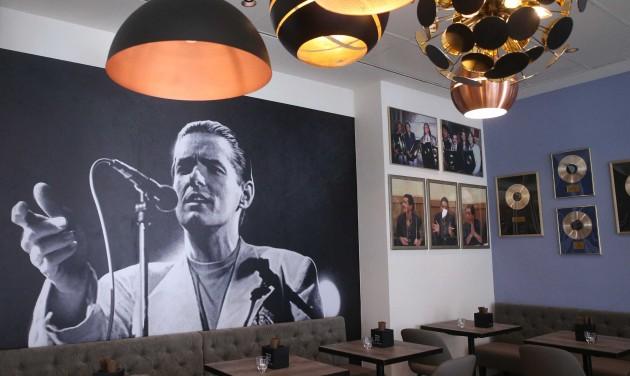 Aranylemezek és sonkás tészta - Falco emlékétterem nyílt Bécsben