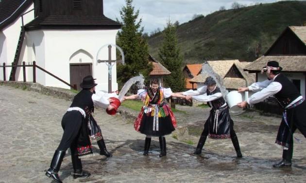Elmarad a hollókői húsvét, augusztusban várják a fesztiválozókat