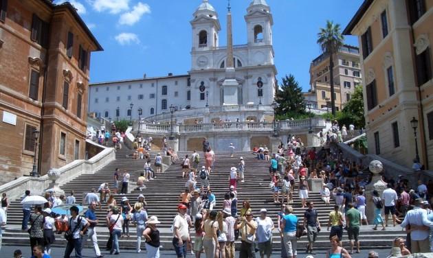 Tilos fagyizni a Spanyol lépcsőn!