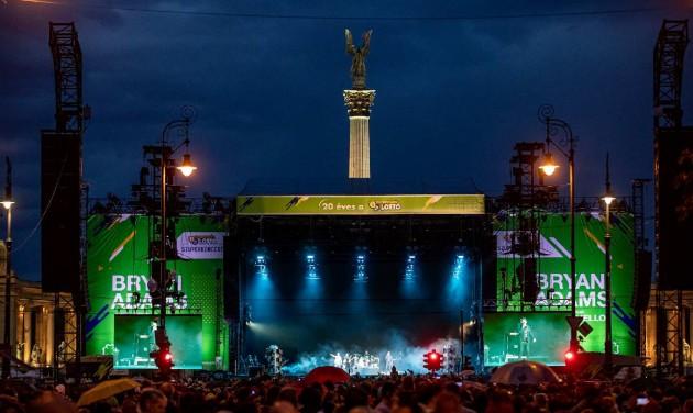 Hetvenezer néző Bryan Adams ingyenes koncertjén