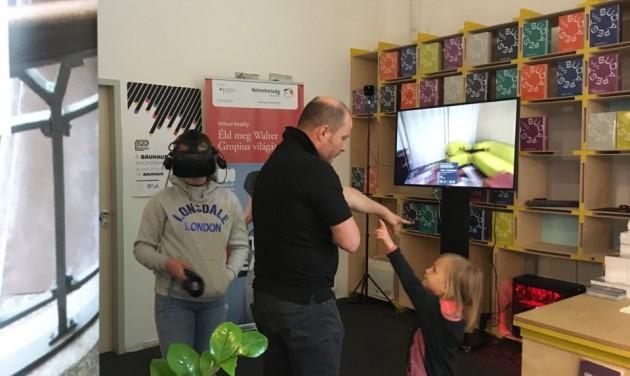VR szemüveggel Gropius szobájában