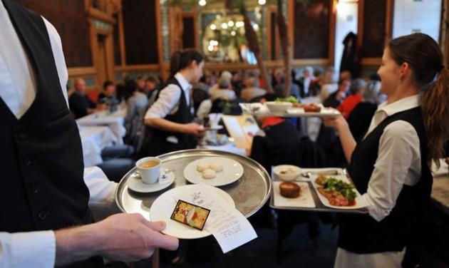 Döcögve követi a turizmus a bérrobbanást