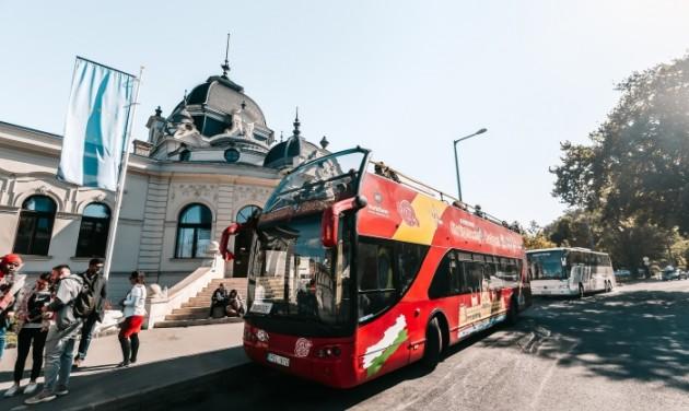 Intelligensebb budapesti városnézés buszos nyomkövetővel