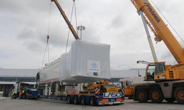 Új utashidakat építenek be a repülőtéren