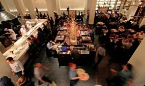 13 híres New York-i étteremben tilos lesz a borravaló