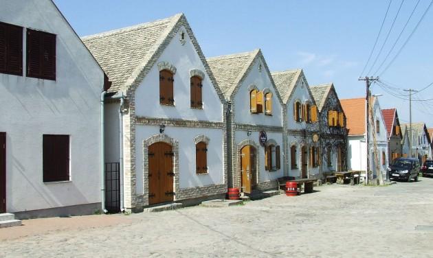 Borturisztikai Látogatóközpont épült a Hajósi Pincefaluban