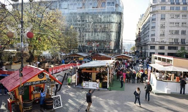 Kortárs írók, borok és más csemegék a Vörösmarty téri Adventi Vásáron