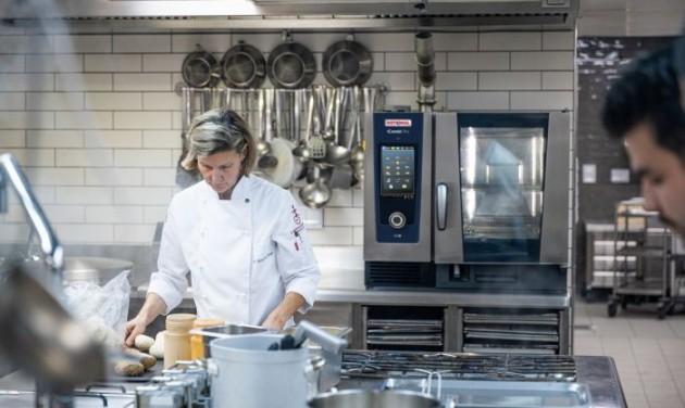 Hogyan változtatják meg az intelligens főzőrendszerek a konyhát?