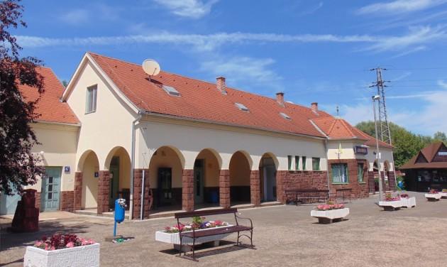 Tizenhárom vasútállomás újul meg a Balaton déli partján