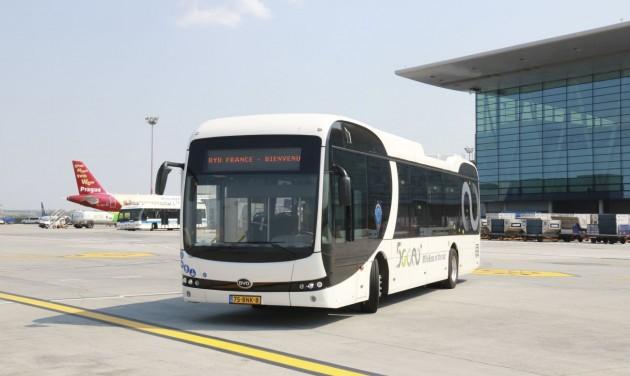 Elektromos buszt tesztelnek Ferihegyen