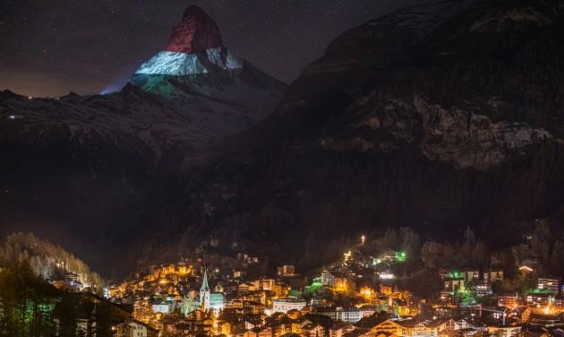 Fényfestéssel a reményért Zermattban, magyar színekben a Matterhorn