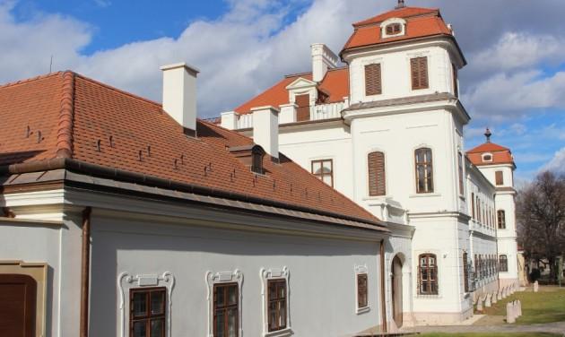 Ilyen lesz az ősszel újra megnyíló tatai Esterházy-kastély