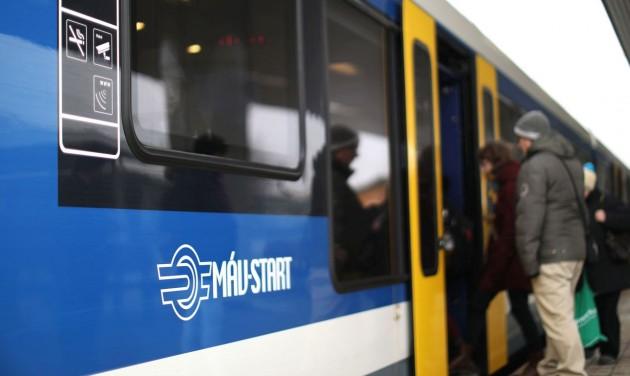 Nő a vonattal utazók száma