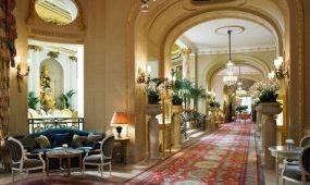 Hamis álláshirdetéssel csalnak ki pénzt a londoni Ritz nevében