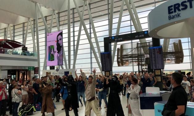 Star Wars napi flashmob a budapesti repülőtéren