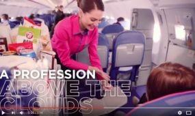 Egy légiutaskísérő egy napja – videóval toboroz a Wizz Air