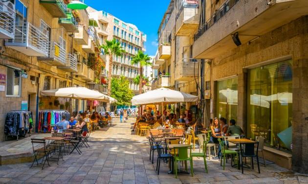 Izraelben vasárnap nyitnak a vendéglátóhelyek