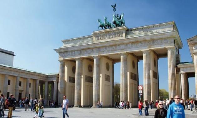 Náci karlendítéssel fotózkodó kínai turistákat vettek őrizetbe Berlinben