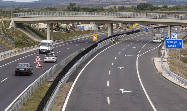 Átadták az M2-es gyorsforgalmi út bővített szakaszát