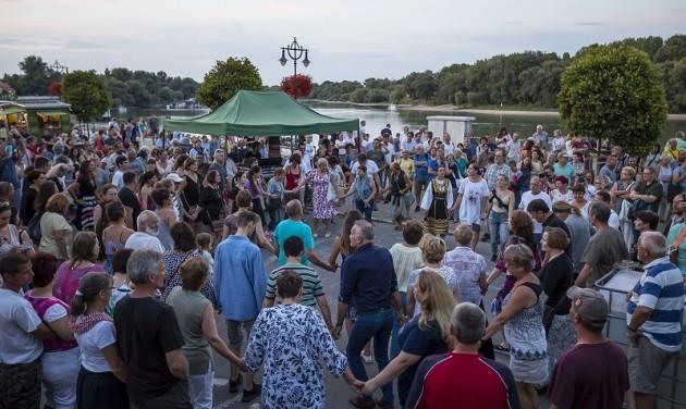 Ister Napok a szentendrei Duna-parton