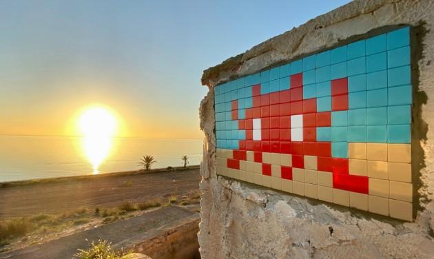 Leendő világörökségi helyszínt csempéz a graffitiművész