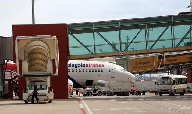 Vasúttal a Phonm Penh-i repülőtérre