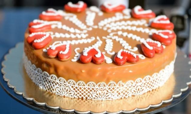 Elkészült Debrecen tortája