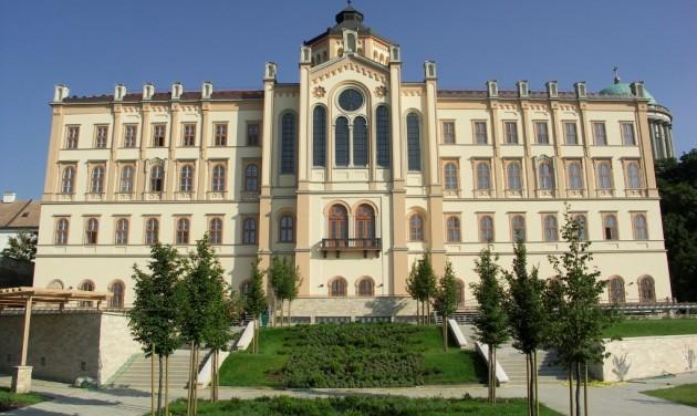 Új szálláshely és új vezetés a Szent Adalbert Központban