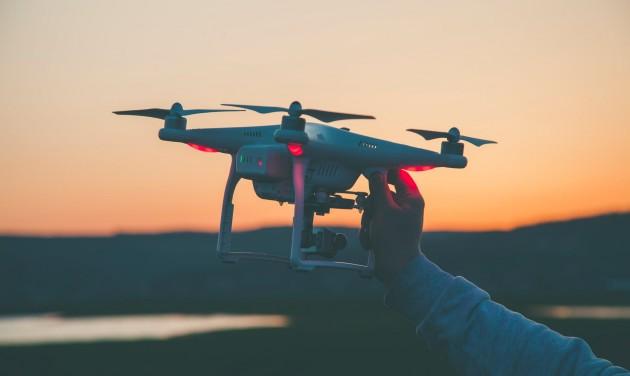 Szigorítják a drónokra vonatkozó szabályozást Nagy-Britanniában