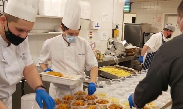 HotelHero: tíz városban 1200 rászorulónak főztek a séfek vasárnap