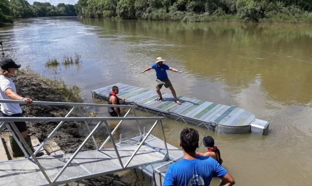 Palackorrú lebegő kikötők várják a vízitúrázókat a Felső-Tiszán